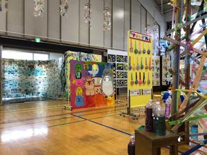 杉並第三小学校『てんらんかい』にて、池平徹兵さんの『生命の壁画』展示中