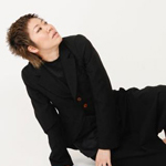幸坂弘子さんが出演する即興ダンスパフォーマンス『外国人に恋をした結果』。4月28日、渋谷公園通りクラシックスにて