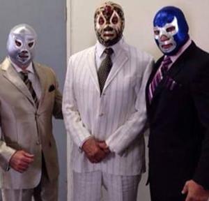 マスカラス、エル・サント、ブルー・デモン。三人のスーツ姿揃い踏み。