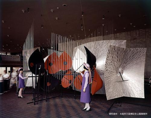 大阪万博1970鉄鋼館ホワイエでのバシェ音響彫刻