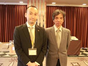 株式会社総本家駿河屋・代表取締役の岡本良太さんとウメダ電器・梅田寛さん