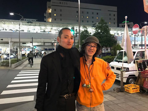 高円寺の街中では大阪阿部服J.K. & 星野ことりが『あなたのいろ わたしのいろ』開催