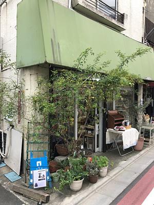 「十三夜」さんは、西荻にあるアンティーク着物と小さなアート、手づくり雑貨の販売を行なっているお店